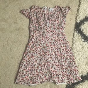 Dresses & Skirts - Floral dress with tie front detail